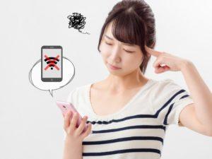 Wi-Fiの設定が上手くできない女性